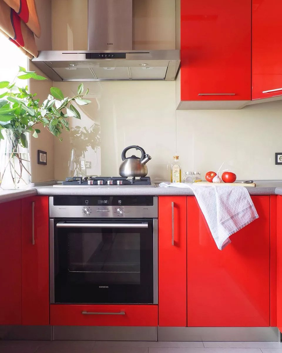 Experimente o Neon Red Kitchen Cabinets